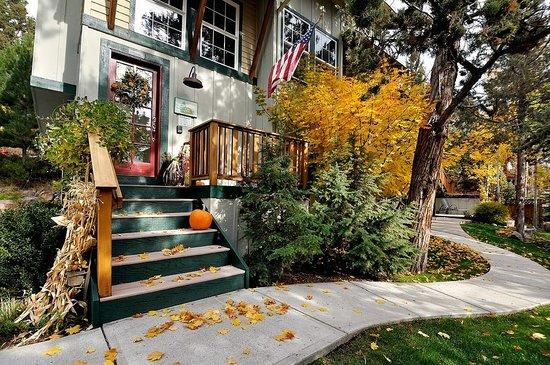 Hillside Inn B&B : Beautiful in fall!