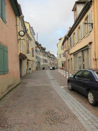 Hotel La Balance: View from street