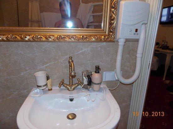 Royal City Hotel : ванная