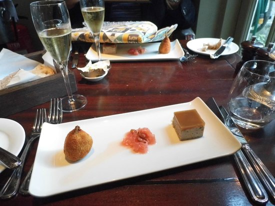 The Parsonage Bar & Grill: Champagne with delicious foie gras, quail and rhubarb starter