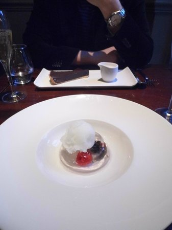 The Parsonage Bar & Grill: Chocolate tarte & Hendricks gin sorbet and berry jelly desserts