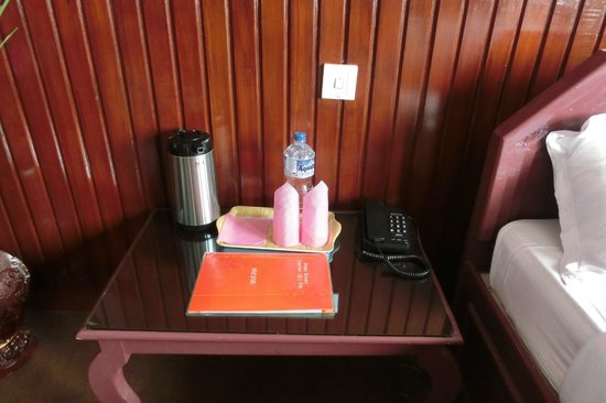 Stupa Resort Nagarkot : Bedside table