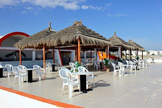 Palais des Iles Djerba Hotel: bar na plaży