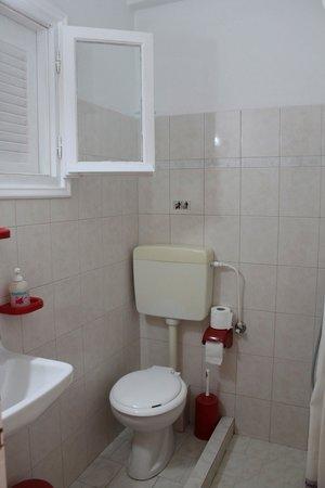 Loukia Apartments & Studios : Il bagno