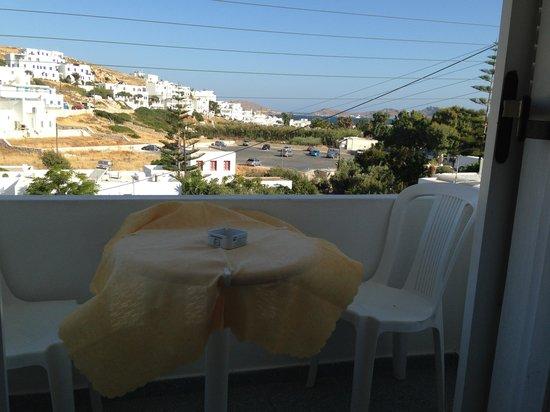 Loukia Apartments & Studios : Il tavolino sul balcone