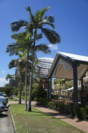 Cairns Queenslander Hotel and Apartments: Great location