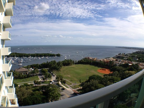 Sonesta Coconut Grove Miami : View of the bay area from 17th floor room (1BR suite)