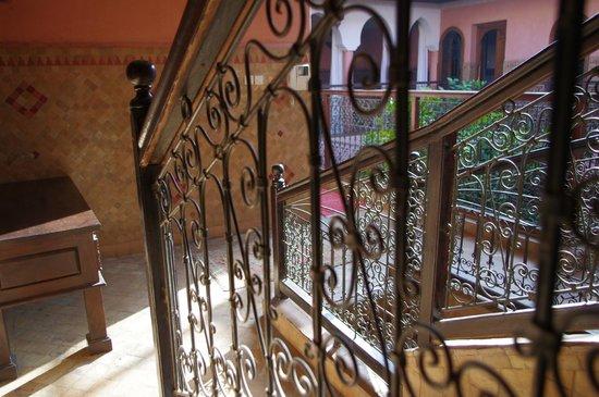 Riad Lakhdar : escaliers