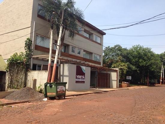 Yreta Apart: Front of the hotel