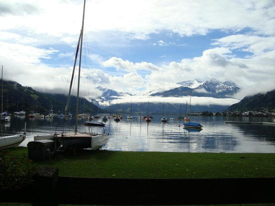 Hotel Tirolerhof: Lovely walk around the lake
