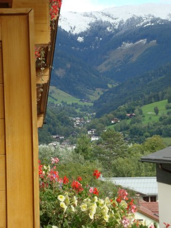 Hotel Tirolerhof: View from room 406 in other direction