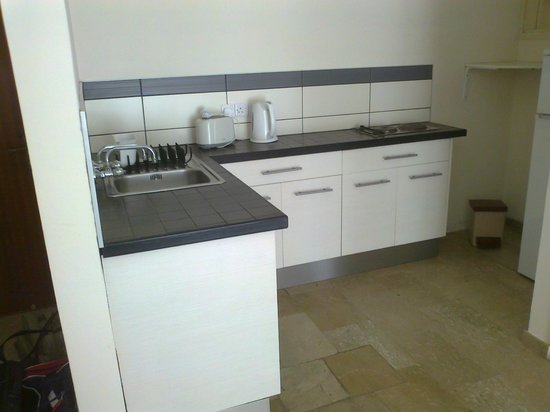 Vegas Hotel Apartments: The well equipped Kitchen area