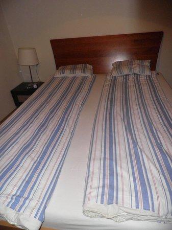 Krakow For You Apartments: Ropa de cama