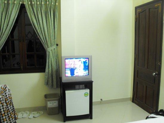Thien An Hotel: Телевизор в номере