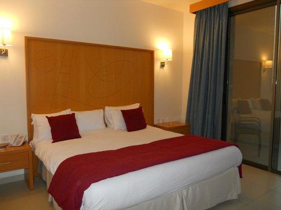 Ramada Resort Dead Sea: habitación
