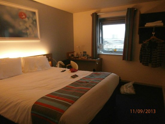 Travelodge Cardiff Atlantic Wharf: chambre 420