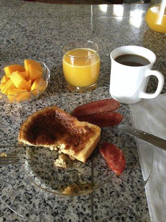 Casa Iguana Mar y Sol: Delicious french toast, chorizo, papaya, orange juice & Luis' homemade coffee bean brew!
