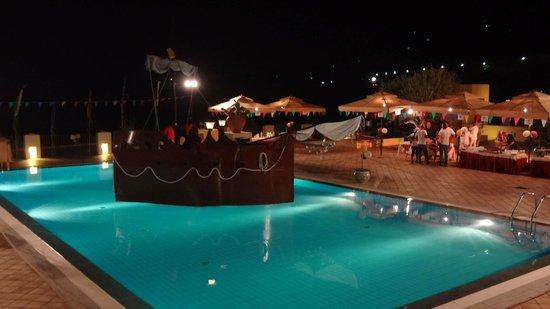 Hapimag Resort Cefalu : festa in piscina