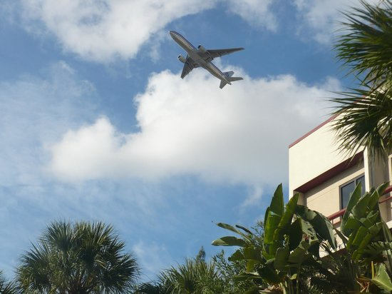 Red Roof Plus+ Miami Airport: Plane Spotting Is Easy
