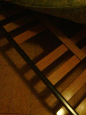 Hotel Ascot Florence : Bed no. 3 = broken