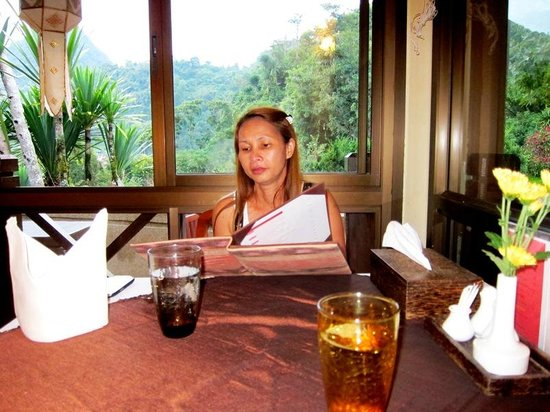 Angkhang Nature Resort: Studying the menu n the restaurant -- notice the view