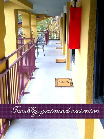 Country Town N' Suites: Freshly painted exteriors