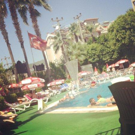 Club Atrium Apartments: pool