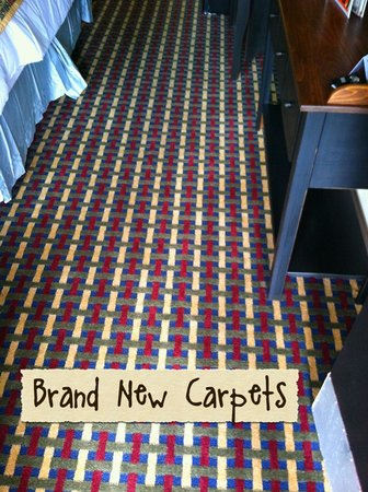 Country Town N' Suites: Brand new carpets!