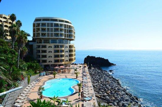 Pestana Palms : The hotel and pool area