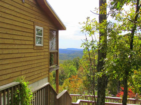 Skyline View Cabins: Cabin with the view of the valley