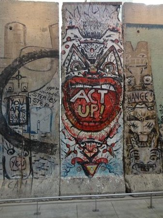 Newseum: part of the Berlin Wall