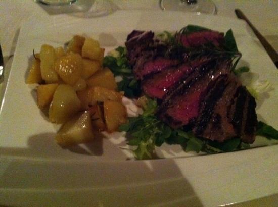 Villa Cicolina: ужин в ресторане отеля