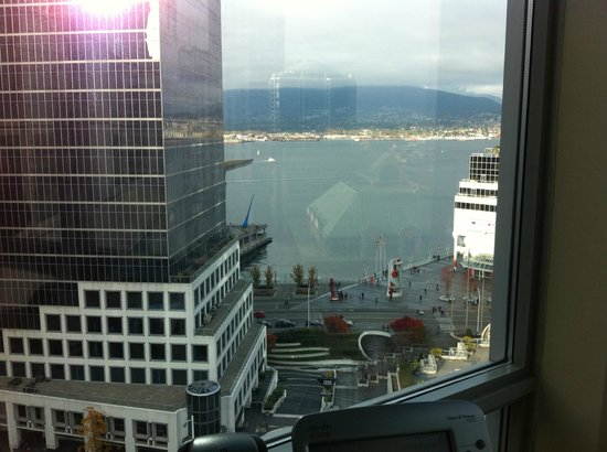 Auberge Vancouver Hotel : Harbour View from our room