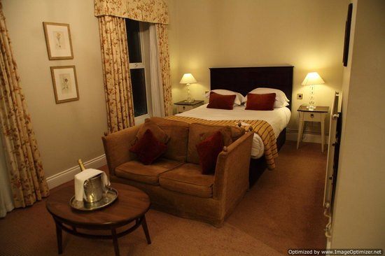 Hatherley Manor: very comfy but firm bed