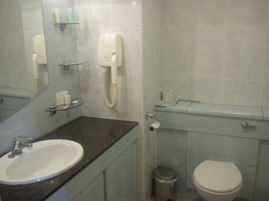 Carrickdale Hotel: Bathroom