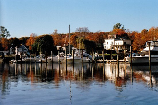 Griswold Inn: ESSEX HARBOR AUTUMNAL MORNING