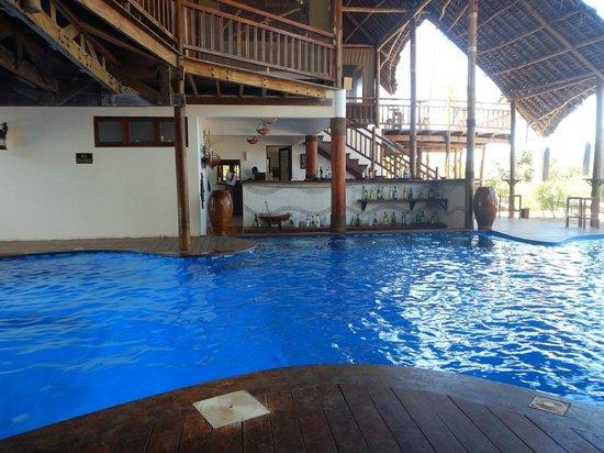 Azanzi Beach Hotel : The underroof pool