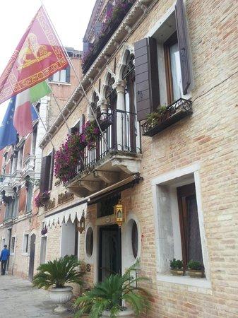 Ai Mori d'Oriente Hotel: The Hotel entrance
