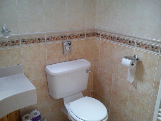 The Harbour Inn: bathroom