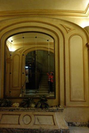 Barcelona Center Plaza: Inside the building