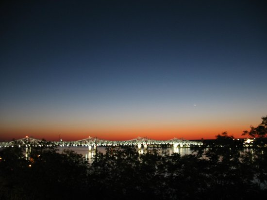 Holiday Inn Express Hotel & Suites Natchez South: Tramonto sul Mississipi