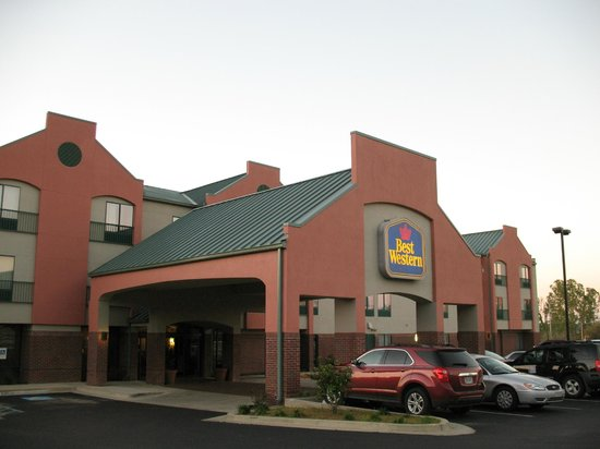 Holiday Inn Express Hotel & Suites Natchez South: Holiday Inn