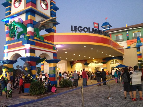 LEGOLAND California Hotel: We have to stayed outside due to fire alarm