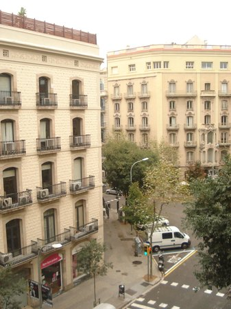 Hotel Constanza Barcelona : Balcony view of a very pleasant neighbourhood.