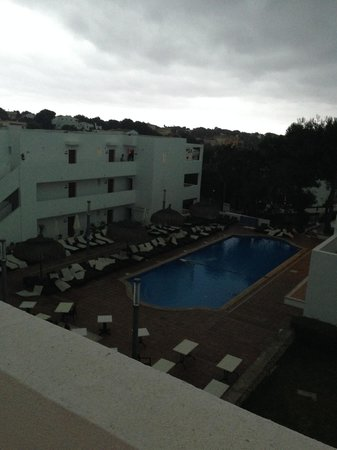Aparthotel Ferrera Blanca: Pool Just Before The Storm