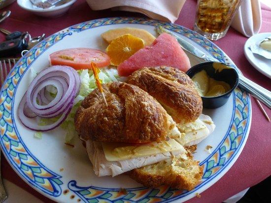 Cafe Des Beaux-arts: Turkey, Avocado & Swiss Croissant