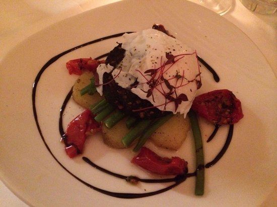Les Saveurs Restaurant: Black Pudding Salad