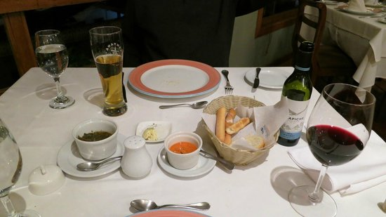 San Telmo Bar Restaurante: Beer and Wine with Bread Starters