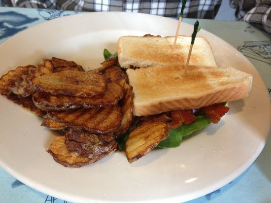Bolles Harbor Cafe: BLT with greasy fries.