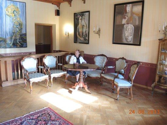 Dikli Palace Hotel: картины в холле